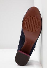 Chie Mihara - MORAT - Classic heels - nuit/lucy grape - 5