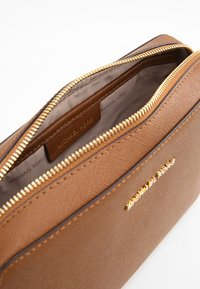 MICHAEL Michael Kors - JET SET TRAVEL CROSSBODY - Borsa a tracolla - brown - 4