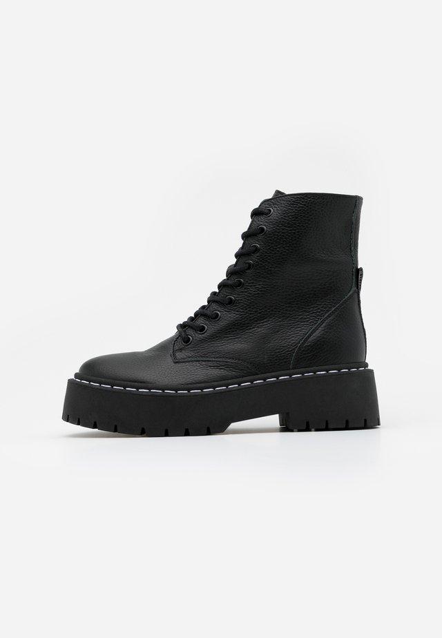 SKYLAR - Platåstøvletter - black
