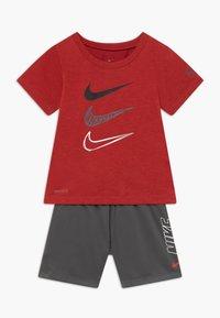 Nike Sportswear - TEE SET - Shorts - iron grey - 0