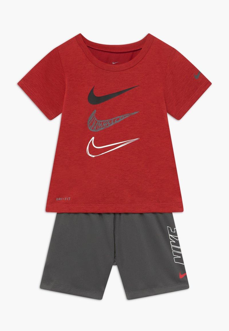 Nike Sportswear - TEE SET - Kraťasy - iron grey