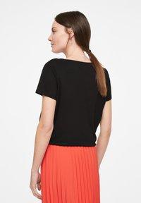 comma - Basic T-shirt - black - 2