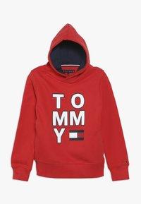 Tommy Hilfiger - MULTI GRAPHIC HOODIE - Bluza z kapturem - red - 0