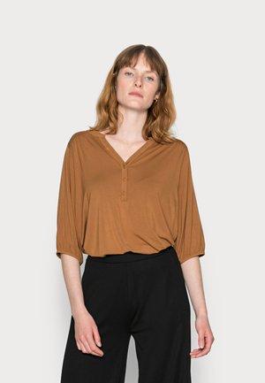 SC-MARICA 145 - Long sleeved top - caramel