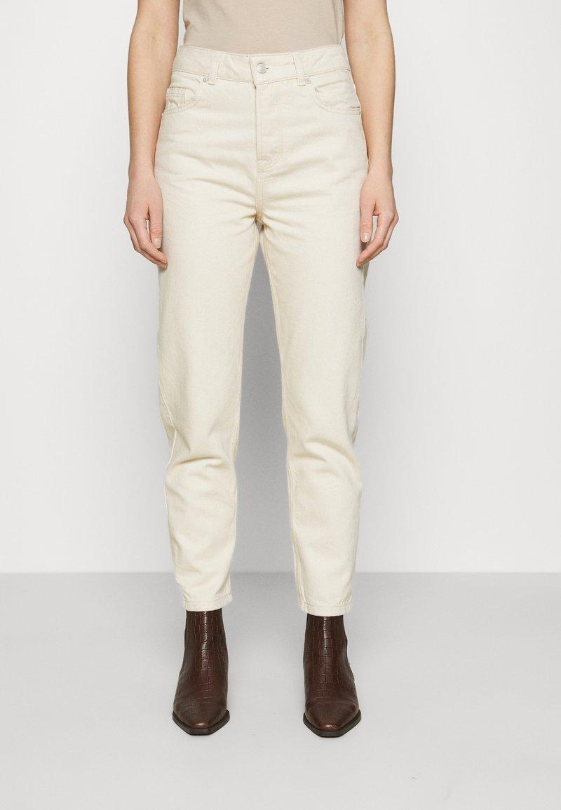 Selected Femme - SLFFRIDA MOM - Straight leg jeans - creme