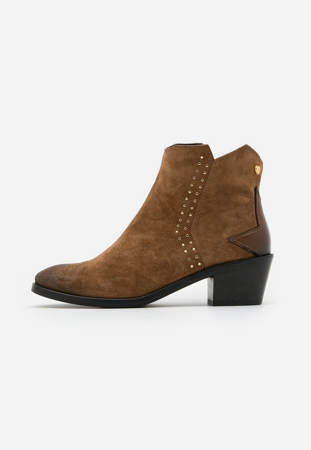 ANNIE STUDDED  - Ankle boots - cognac