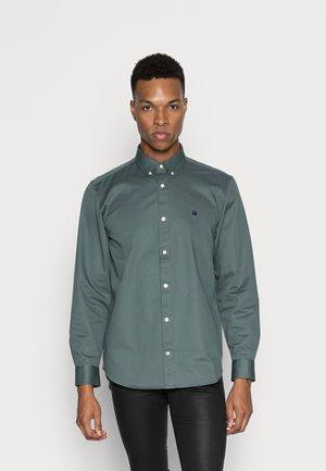 MADISON - Shirt - eucalyptus/dark navy