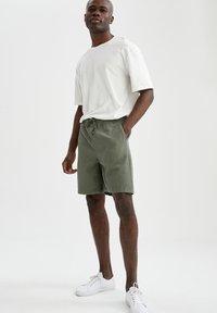 DeFacto - Shorts - khaki - 1