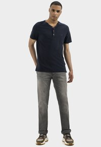 camel active - HOUSTON - Straight leg jeans - grey - 1