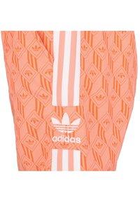adidas Originals - Short - chalk coral - 2