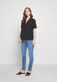 Dorothy Perkins Maternity - OVERBUMP ELLIS - Jeans Skinny Fit - light wash denim - 1