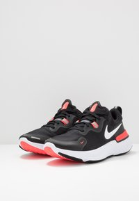 Nike Performance - REACT MILER - Obuwie do biegania treningowe - black/white/laser crimson/oil green - 2