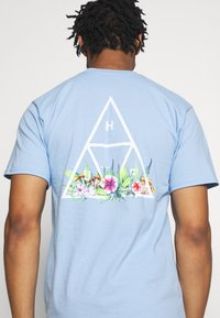 HUF - BOTANICAL GARDEN TEE - T-shirt print - light blue - 4