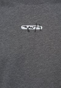 HUGO - DURNED - Print T-shirt - medium grey - 4
