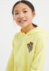 WE Fashion - REGULAR FIT - Hoodie - yellow - 1