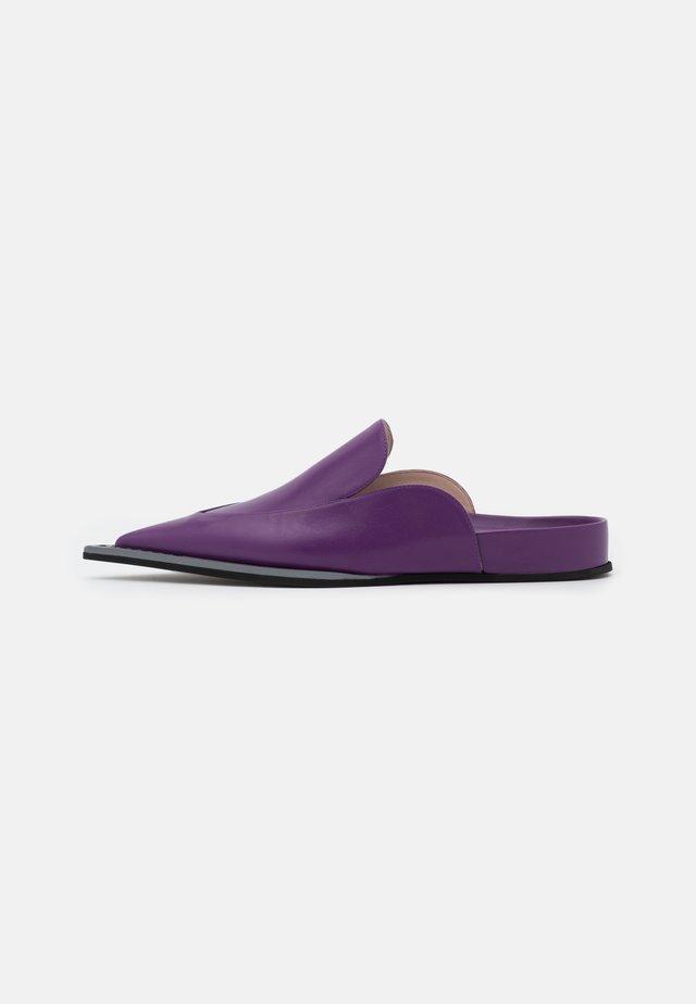 FUSSBETT - Klapki - purple