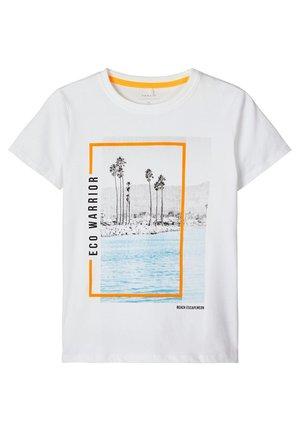 NKMHAGAN BOX - Camiseta estampada - bright white