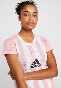 adidas Performance - TEE - Print T-shirt - pink - 4