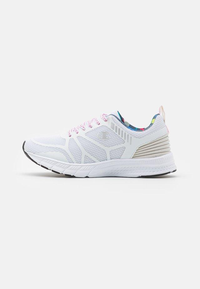 LOW CUT SHOE RUN - Obuwie do biegania treningowe - white