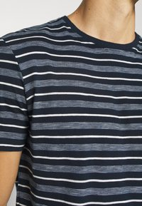 TOM TAILOR - MULTI STRIPED - T-shirts print - blue/off white - 5