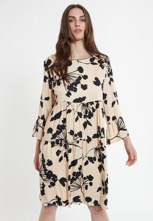 CARMO - Korte jurk - beige