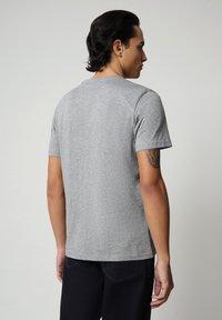 Napapijri - SALLAR - Print T-shirt - medium grey melange - 1