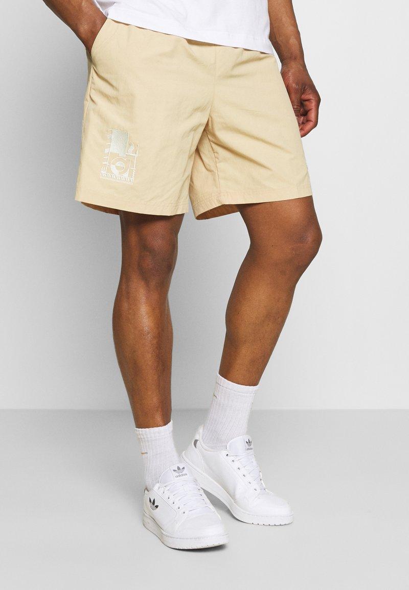 adidas Originals - WOVEN UNISEX - Shorts - hazy beige