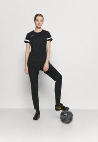 Nike Performance - PANT - Pantalon de survêtement - black/white - 1
