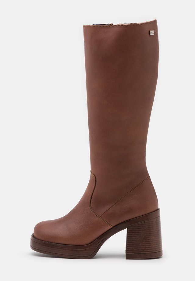 WINY - Platform boots - cue
