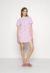 Moschino Underwear - MAXI - Pyjamasoverdel - fuxia fantasy - 1