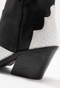 Bianco - BIACUBA WESTERN - Ankle boots - white - 2