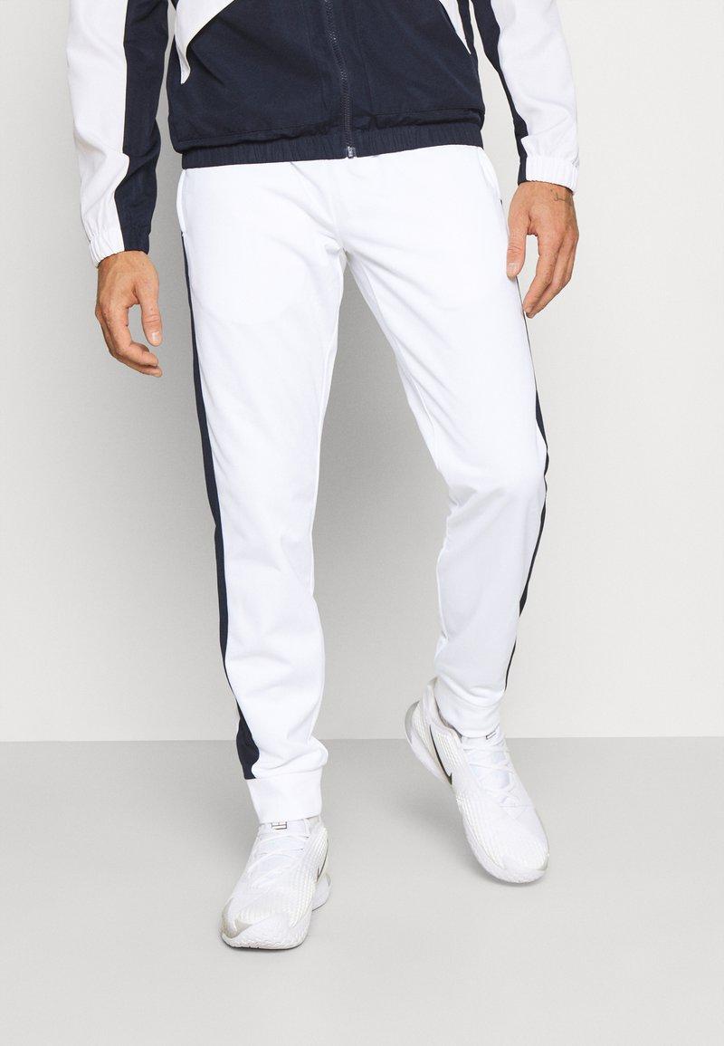 Lacoste Sport - TRACK PANT - Träningsbyxor - white/navy blue