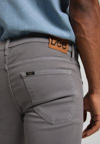 Lee - LUKE - Jeans Tapered Fit - quiet shade - 4
