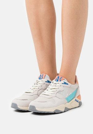 LEAF - Trainers - bright white