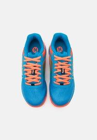 Kempa - ATTACK 2.0 JUNIOR UNISEX - Handball shoes - blue/flou red - 3
