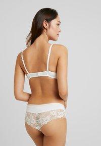 Esprit - MACKAY CLASSIC - Push-up bra - off white - 2
