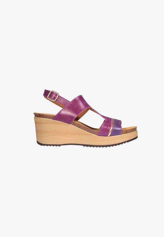 MIT KEILABSATZ ELYSSA - Wedge sandals - violett