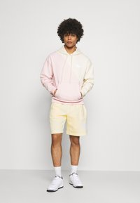 Nike Sportswear - CLUB - Shorts - coconut milk/coconut milk - 1