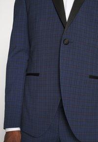 Isaac Dewhirst - CHECK TUX - Costume - dark blue - 9