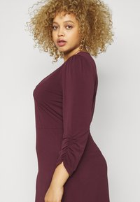Vero Moda Curve - VMALBERTA VNECK DRESS - Jersey dress - winetasting - 3