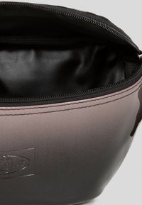 Eastpak - GLOSSY/CONTEMPORARY - Bum bag - glossy pink - 5