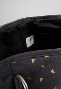Lässig - TWIN BAG TRIANGLE - Sac à langer - dark grey - 4