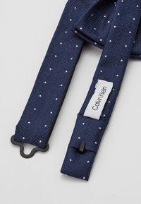 Calvin Klein - TEXTURED GROUND DOT BOW TIE - Bow tie - navy - 2