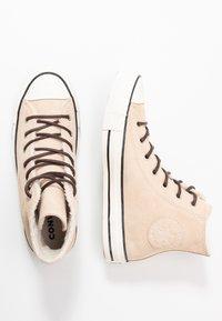 Converse - CHUCK TAYLOR ALL STAR - Korkeavartiset tennarit - light bisque/egret/black - 3