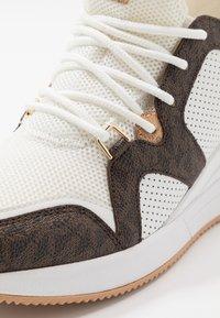 MICHAEL Michael Kors - LIV TRAINER - Zapatillas - optic white/brown - 2