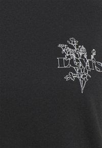 Levi's® - GRAPHIC SURF TEE - Print T-shirt - caviar - 5