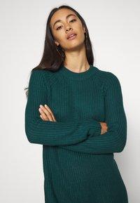 Even&Odd - Strikket kjole - dark green - 3