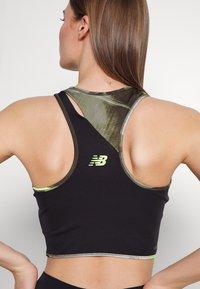 New Balance - ACHIEVER PRINTED COLLIDE CROP - Top - oak leaf green - 4