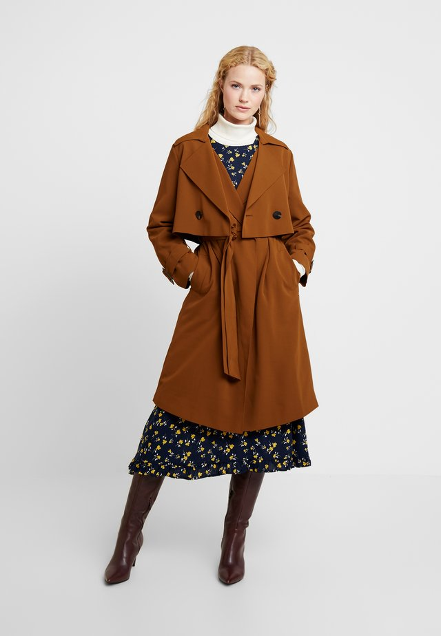 TWO PIECES - Trenchcoat - browns