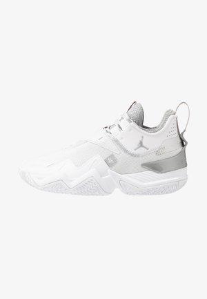 WESTBROOK ONE TAKE - Basketball shoes - white/metallic silver